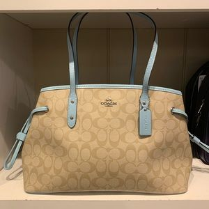 Coach F57842 Drawstring Carryall Tote Signature